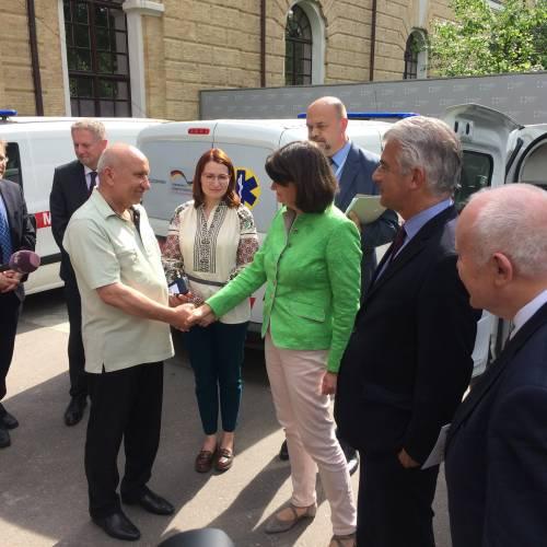 Від Уряду Німеччини чотирьом лікарням Луганської та Донецької областей було передано автомобілі швидкої медичної допомоги